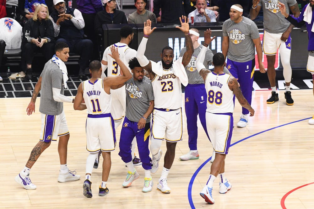 LeBron and Anthony Davis Start the Preseason, Lakers Defeat the Phoenix Suns 112-107