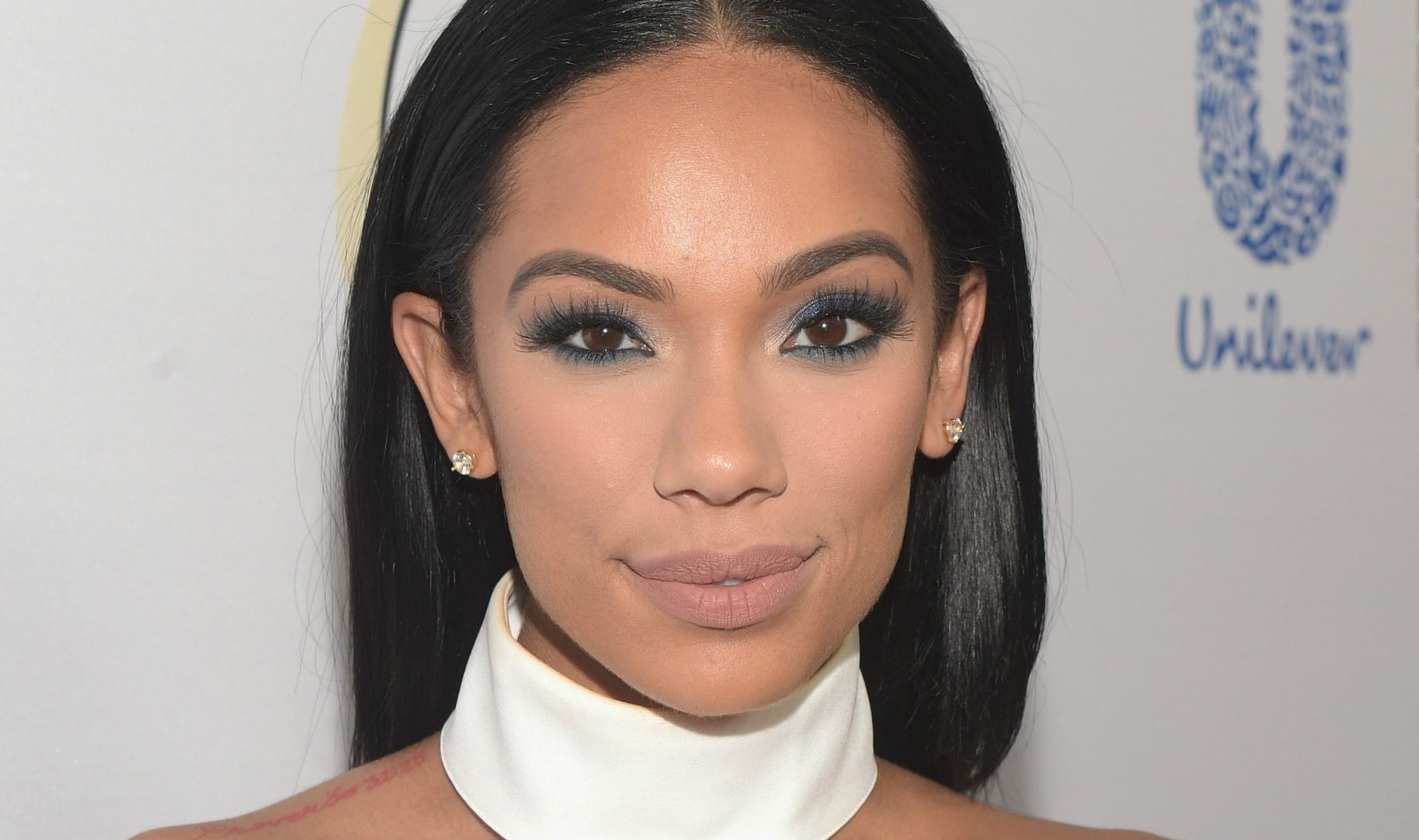 Erica Mena Is Shining In A Golden Dress For Christmas – Check Out The Amazing Home Decor