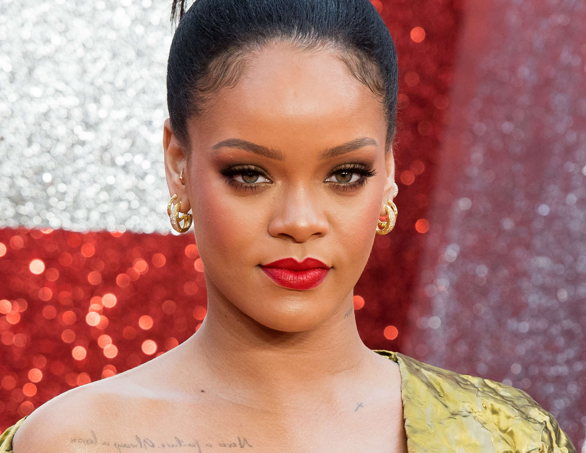 Rihanna Stuns In A Hot Golden Ensemble And Reveals Her New Year's Resolution!