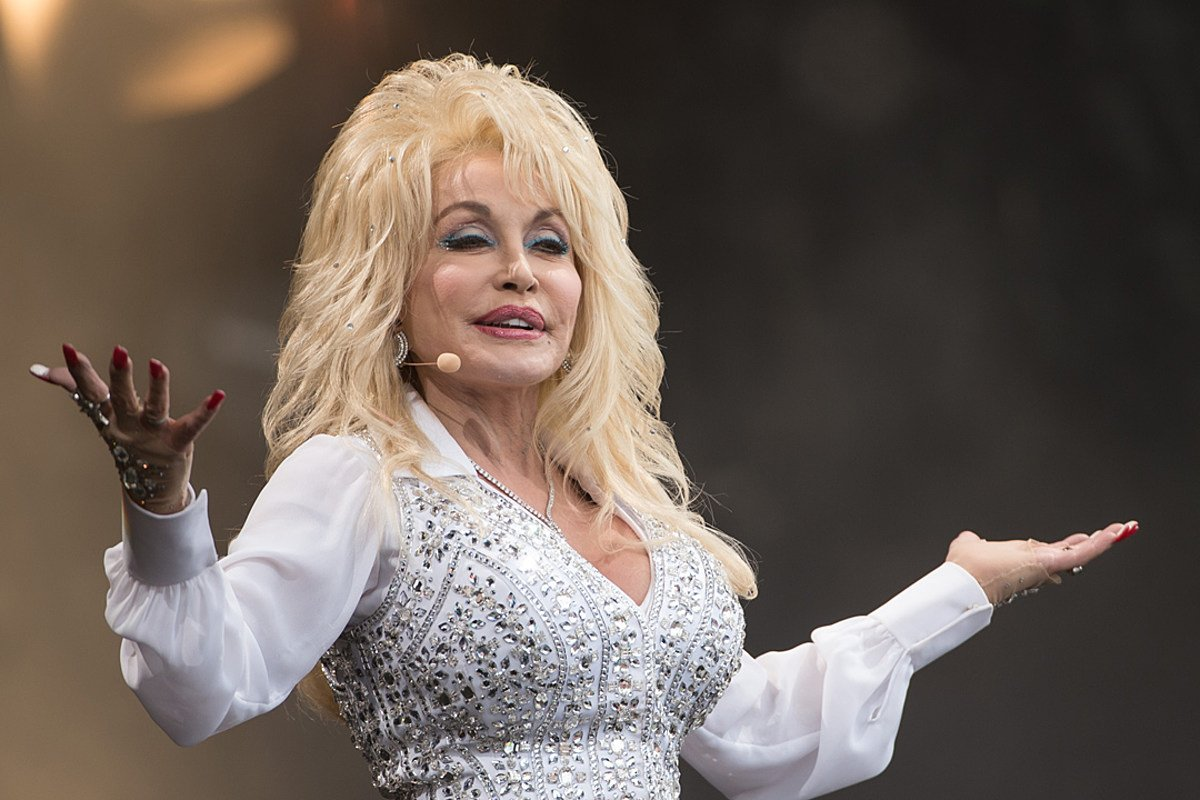 Dolly Parton Fans Praise Her For Turning Down Medal Of Freedom Honor From Donald Trump Twice – Here's Why!