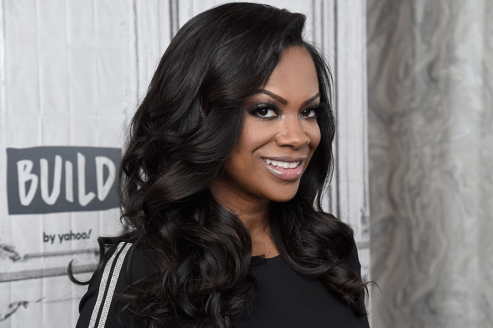 Kandi Burruss Shares A Jaw-Dropping Look That Has Fans Drooling – Check Out The Vintage, Pinup Vibes She's Spreading