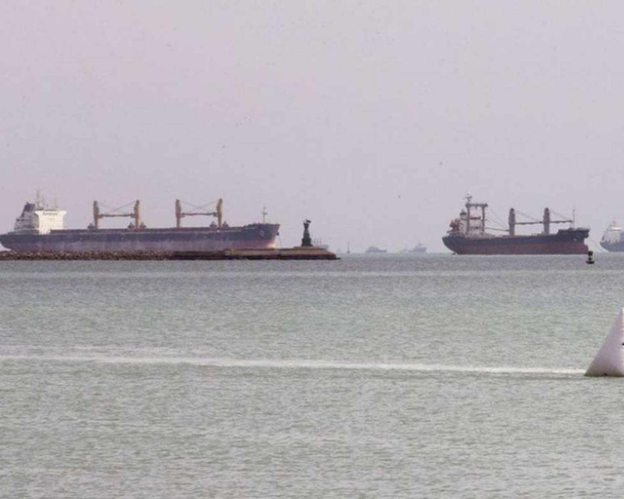 Ever Given in the Suez Canal: congestion in the Mediterranean and Red Seas worsens, economic losses are growing.