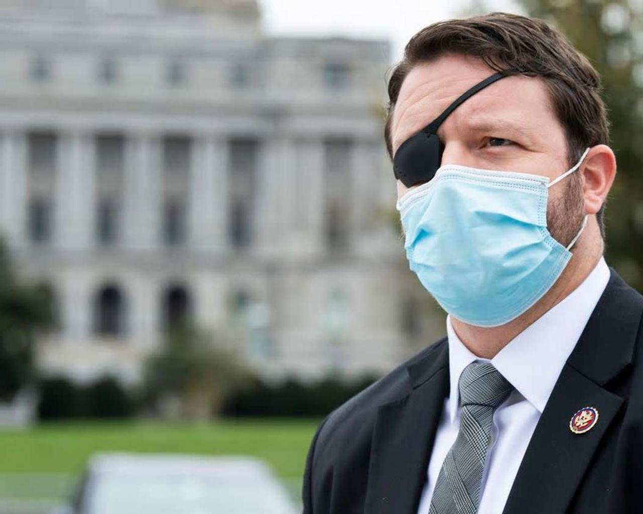 Attorney Dan Crenshaw says he will be 'blind' for a month after undergoing emergency eye surgery