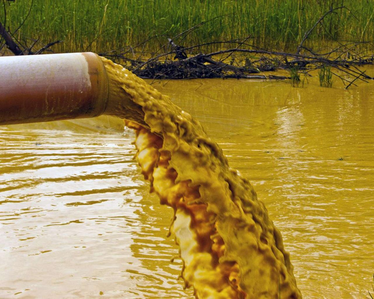 """The collapse of a toxic wastewater reservoir in Florida may result in a """"catastrophic incident."""""""