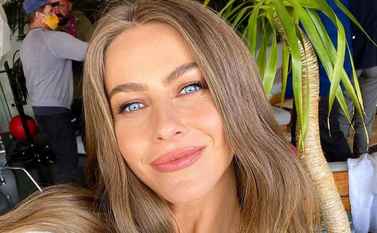 Julianne Hough Is Unrecognizable After Getting Her Lips Plumped Up