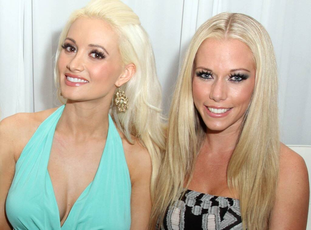 Kendra Wilkinson Reacts To Holly Madison's Feud Claims – Says She's Moved On And Is 'All Love Now!'