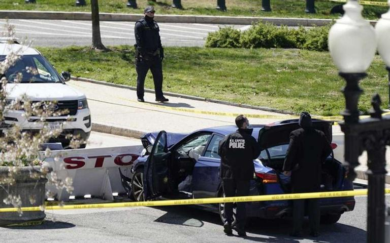 One%20police%20officer%20was%20killed%20and%201%20was%20injured%20in%20a%20head-on%20collision%20during%20a%20roadblock%20outside%20the%20US%20Capitol